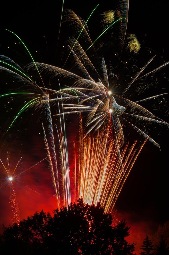 fireworks-80333_1920